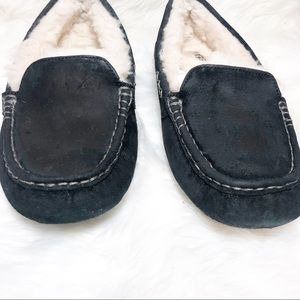 UGG Shoes - UGG WOMENS  INDOOR OUTDOOR SLIPPERS SIZE 10